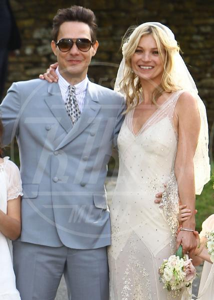 Lila Grace, Jamie Hince, Kate Moss - Londra - 07-11-2011 - Amal e George: Hello! e People svelano l'abito della sposa