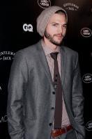 Ashton Kutcher - New York - 26-10-2011 - Ashton Kutcher porta alla festa per gli Oscar Lorene Scafaria