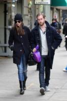 Adam Shulman, Anne Hathaway - New York - 12-11-2011 - Anne Hathaway festeggia il fidanzamento con amici e famiglia