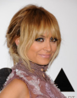 Nicole Richie - Los Angeles - 12-11-2011 - Kirsten Dunst griffata Rodarte al Moca Gala 2011