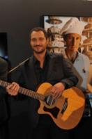 Claudio Santamaria - Torino - 13-11-2011 - Star come noi: le celebritàse le suonano!