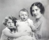 principessa Margaret, Regina Madre, Regina Elisabetta II - Londra - 14-11-2011 - Dio salvi la regina: Elisabetta II compie 89 anni