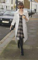 Kylie Minogue - Londra - 14-11-2011 - Kylie Minogue è la prima a fare le congratulazioni a Halle Berry e Olivier Martinez