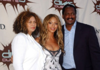 Matthew Knowles, Tina Knowles, Beyonce Knowles - Las Vegas - 26-12-2003 - Dieci star che non sapevate avessero licenziato i genitori
