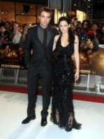 "Robert Pattinson, Kristen Stewart - Londra - 17-11-2011 - Kristen Stewart si è ""avvicinata"" a Chris Hemsworth sul set di Biancaneve"