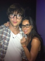 Demi Moore, Ashton Kutcher - Hollywood - 18-11-2011 - Demi Moore annuncia ufficialmente il divorzio da Ashton Kutcher