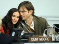 Demi Moore, Ashton Kutcher - New York - 04-11-2010 - Demi Moore annuncia ufficialmente il divorzio da Ashton Kutcher