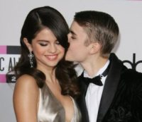 Selena Gomez, Justin Bieber - Los Angeles - 20-11-2011 - Justin Bieber parla con David Letterman del test di paternità