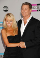 Hayley Roberts, David Hasselhoff - Los Angeles - 20-11-2011 - David Hasselhoff sposo in Italia con la sua Hayley