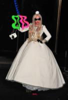 Lady Gaga - New York - 21-11-2011 - Lady Gaga crea la fondazione Born this way contro il bullismo