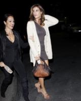 Elisabetta Canalis - Los Angeles - 22-11-2011 - Il cardigan ritorna dagli Anni Ottanta con furore