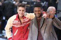 """Justin Bieber, Usher - New York - 23-11-2011 - Justin Bieber non ha mai creduto a Babbo Natale: """"Mia madre è sempre stata sincera"""""""