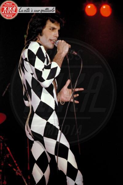 Freddie Mercury - Londra - 24-11-2011 - Bohemian Rapsody: Rami Malek a torso nudo sul palco