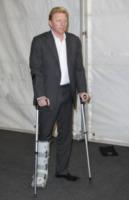 Boris Becker - Londra - 28-11-2011 - Star come noi: che scomode queste stampelle!