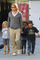 Shiloh Jolie Pitt, Zahara Jolie Pitt, Pax Thien Jolie Pitt, Brad Pitt - Hollywood - 26-11-2011 - Brad Pitt, l'FBI indaga per abuso di minori