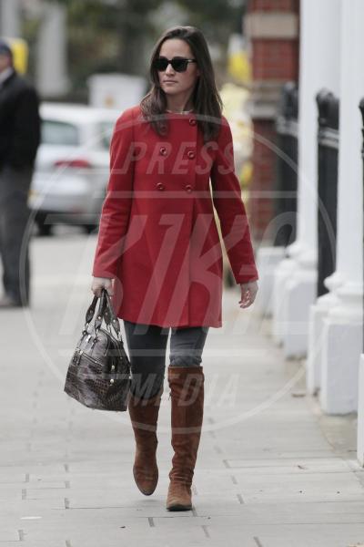 Pippa Middleton - Londra - 29-11-2011 - Corto e colorato: ecco il cappotto di primavera