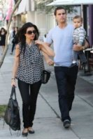 Mason Disick, Scott Disick, Kourtney Kardashian - Los Angeles - 30-11-2011 - Kourtney Kardashian e' di nuovo incinta