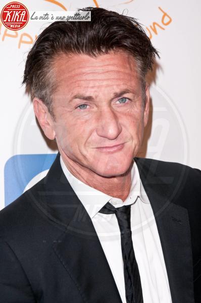Sean Penn - Los Angeles - 01-12-2011 - Madonna e la crisi: svenduta la casa dove visse con Sean Penn