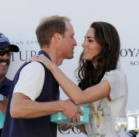 Principe William, Kate Middleton - Santa Barbara - 10-07-2011 - William e Kate innamorati di un cocker spaniel