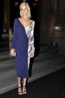 Isabel Lucas - Sydney - 02-12-2011 - Miranda Kerr, un angelo anni '50 al party del nuovo flagship store di Louis Vuitton