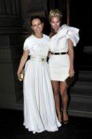 Sibella Court, Sarah-Jane Clarke - Sydney - 02-12-2011 - Miranda Kerr, un angelo anni '50 al party del nuovo flagship store di Louis Vuitton