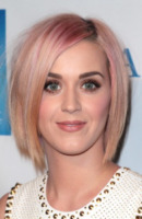 Katy Perry - Los Angeles - 03-12-2011 - Katy Perry ringrazia i fan su Twitter dopo il divorzio