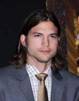 Ashton Kutcher - Hollywood - 05-12-2011 - Ashton Kutcher porta alla festa per gli Oscar Lorene Scafaria