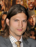 Ashton Kutcher - Hollywood - 06-12-2011 - Ashton Kutcher rifiuta l'invito di Lea Michele per Capodanno