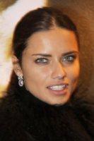 Adriana Lima - 05-12-2011 - Adriana Lima ama San Valentino e si aspetta un bouquet di rose dal marito