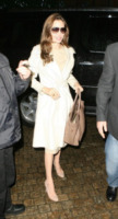 Angelina Jolie - New York - 06-12-2011 - En pendant con l'inverno con un cappotto bianco