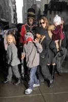 Vivienne Jolie Pitt, Shiloh Jolie Pitt, Pax, Maddox Jolie Pitt, Angelina Jolie - New York - 07-12-2011 - Buon compleanno a Shiloh, la figlia dei Brangelina