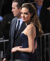 Angelina Jolie - 09-12-2011 - Angelina Jolie e Brad Pitt: la coppia dei sogni alla premiere di In the Land of Blood and Honey