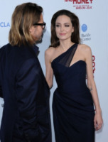 Angelina Jolie, Brad Pitt - Hollywood - 09-12-2011 - Angelina Jolie e Brad Pitt: la coppia dei sogni alla premiere di In the Land of Blood and Honey