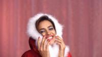 Irina Shayk - Milano - 09-12-2011 - Irina Shyak sexy Babbo Natale per Intimissimi