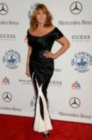 Raquel Welch - Beverly Hills - 26-10-2008 - Gina Gershon sarà Donatella Versace nel biopic House of Versace