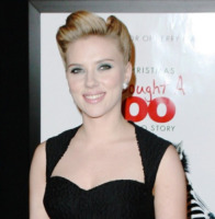 Scarlett Johansson - New York - 12-12-2011 - Scarlett Johansson si allontana da Hollywood, il nuovo uomo fa il pubblicitario