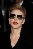 Scarlett Johansson - New York - 12-12-2011 -  Scarlett Johansson: Mai senza rossetto