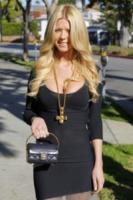 Tara Reid - West Hollywood - 16-12-2011 - Ecco la nuova tendenza: rifarsi e pentirsi!