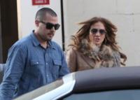 Jennifer Lopez - Calabasas - 12-12-2011 - Jennifer Lopez e Casper Smart mandano lo stesso messaggio d'amore su Twitter
