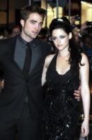 Robert Pattinson, Kristen Stewart - Londra - 17-11-2011 - Kristen Stewart e Robert Pattinson insieme a Parigi