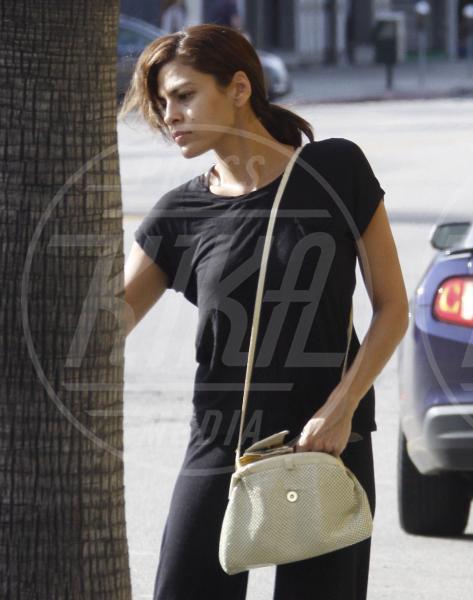 Eva Mendes - Beverly Hills - 03-11-2011 - Il Make-up, il migliore amico delle star