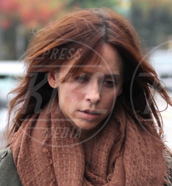 Jennifer Love Hewitt - Beverly Hills - 18-11-2011 - Il Make-up, il migliore amico delle star