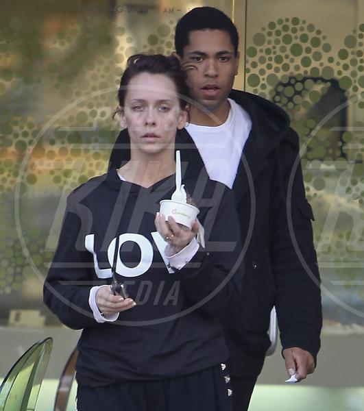 Jennifer Love Hewitt - Los Angeles - 19-11-2011 - Il Make-up, il migliore amico delle star