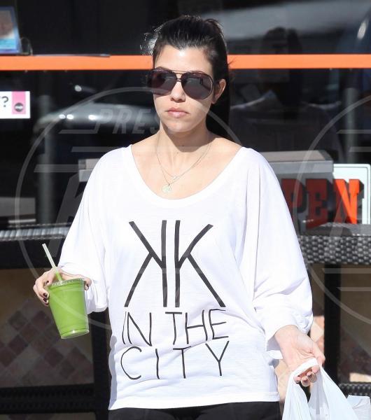 Kourtney Kardashian - Beverly Hills - 30-12-2011 - Il Make-up, il migliore amico delle star