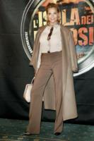 Simona Ventura - Milano - 04-02-2011 - L'inverno porta in dote i colori neutrali, come il beige