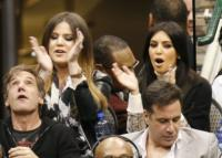 Khloe Kardashian, Kim Kardashian - Dallas - 04-01-2012 - Quando le celebrity diventano il pubblico