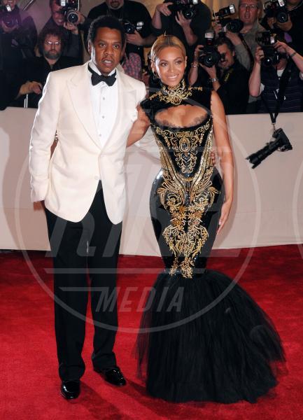 Jay Z, Beyonce Knowles - 08-01-2012 - Non solo Emma Watson e Dan Stevens: le Belle e le Bestie vip!