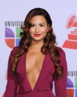 Demi Lovato - Las Vegas - 10-11-2011 - Essere bionda o essere mora? Questo è il dilemma!