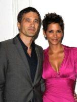 Olivier Martinez, Halle Berry - Los Angeles - 11-01-2012 - Olivier Martinez chiede la mano di Halle Berry