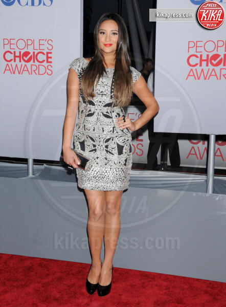 Shay Mitchell - Los Angeles - 11-01-2012 - People's Choice Awards 2012: gli arrivi sul red carpet